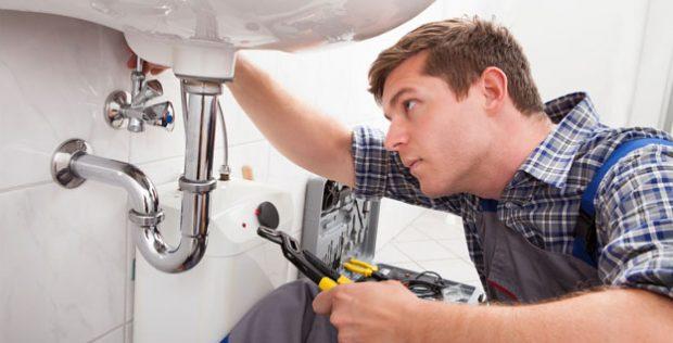 Choisir un bon plombier : les conseils à prendre en compte